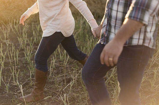 most-comfortable-cowboy-boots-walking-640x400